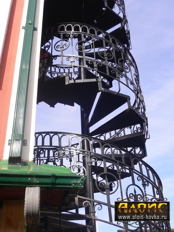 На заказ кованые лестницы для улицы от производителя в Москве