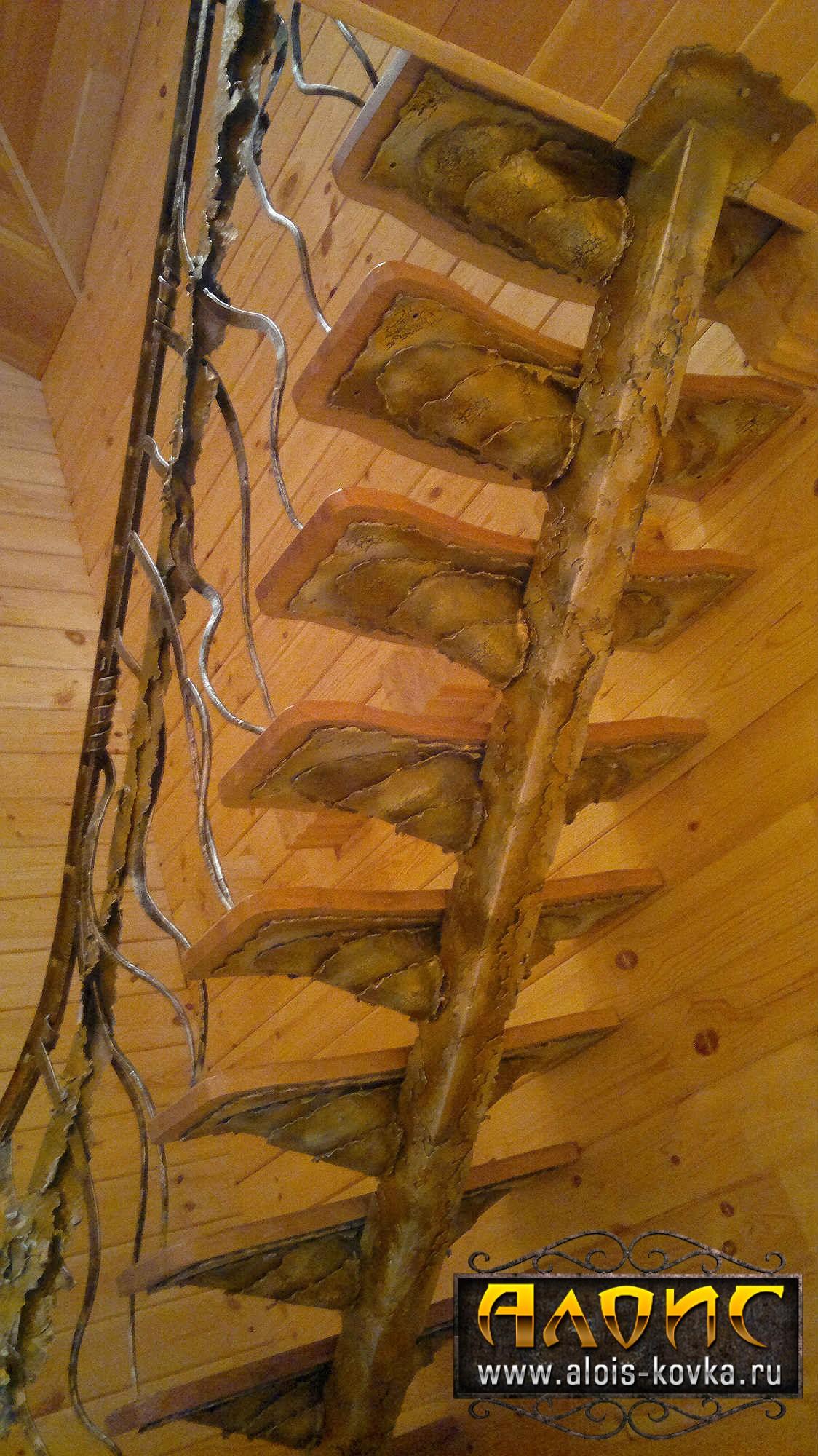 Дизайнерские кованые лестницы внутри дома от кузницы Алоис