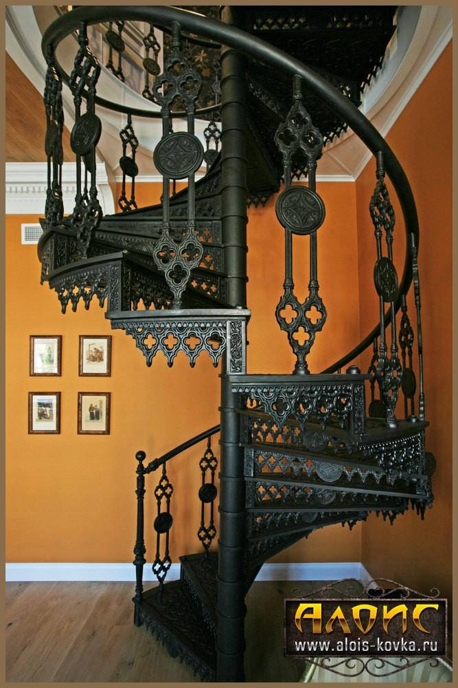 Посмотреть кованые лестницы на фото нашего сайта