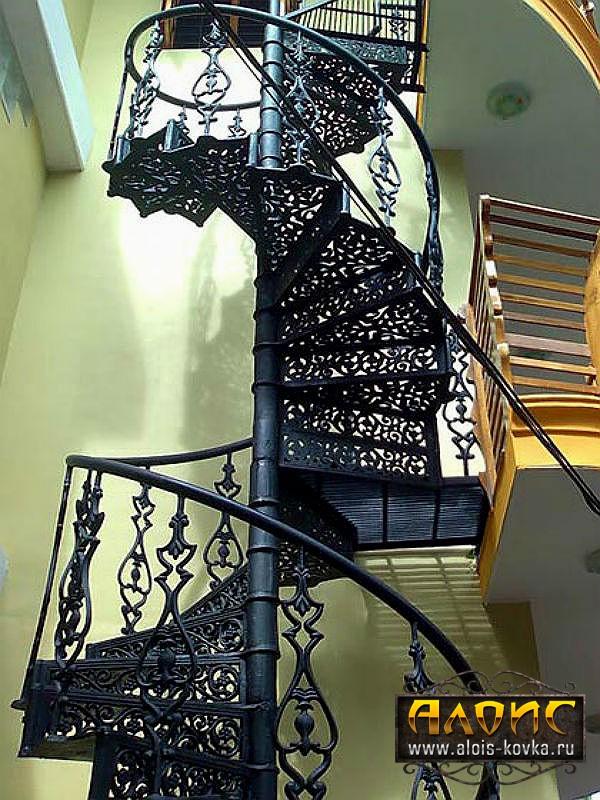 Элитные ажурные кованые винтовые лестницы от сети кузниц Алоис