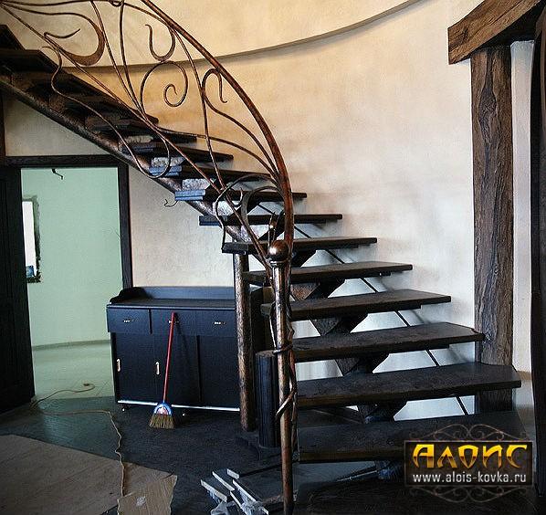 Легкие кованые лестницы из металла от мастерской ручной художественной ковки Алоис