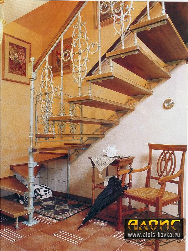 Надежные кованые лестницы на заказ от производителя в Москве