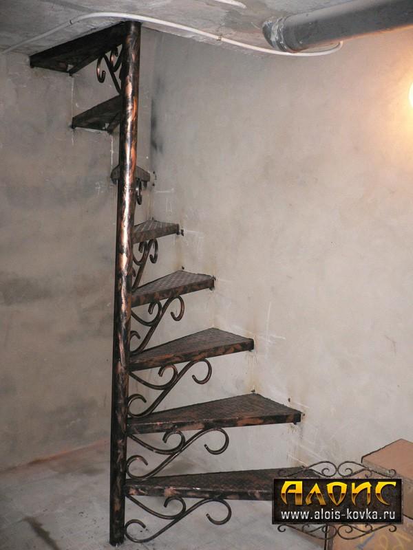 Прочные кованые лестницы в подвал вашего дома