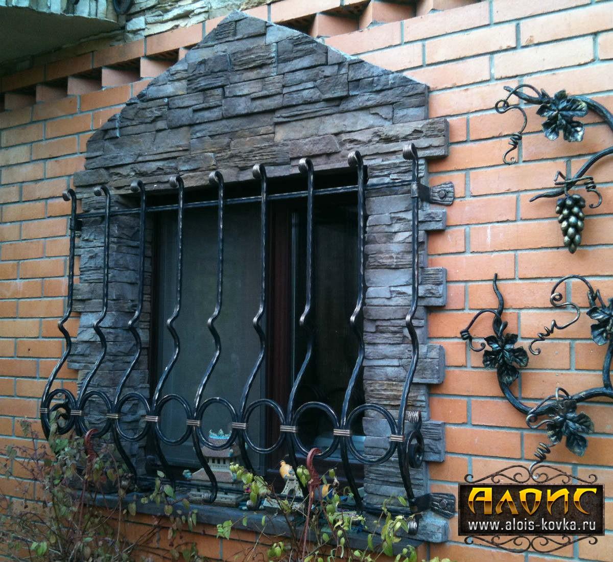 Эксклюзивные кованые решетки на окна. Выбор по фото