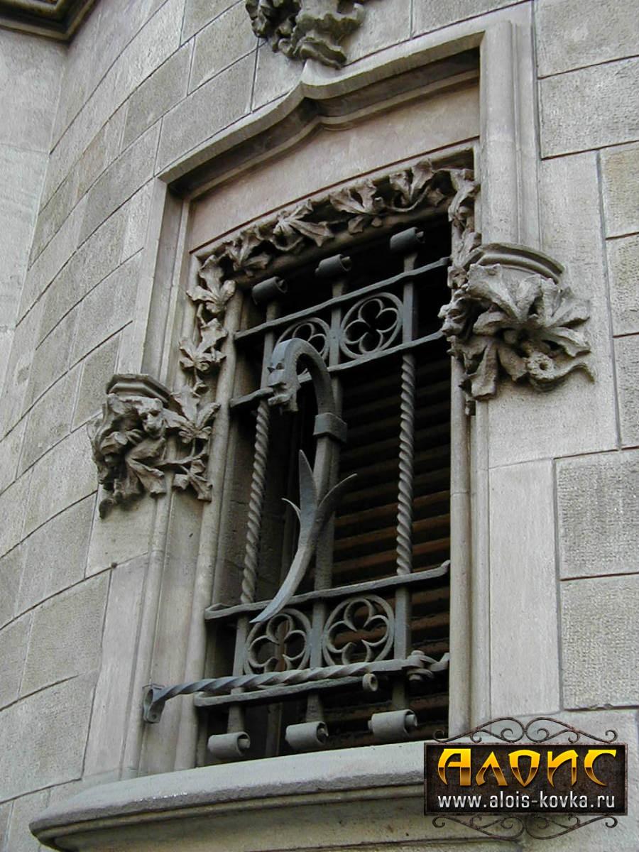 От кузницы Алоис купить кованые решетки на окна в Москве и Подмосковье