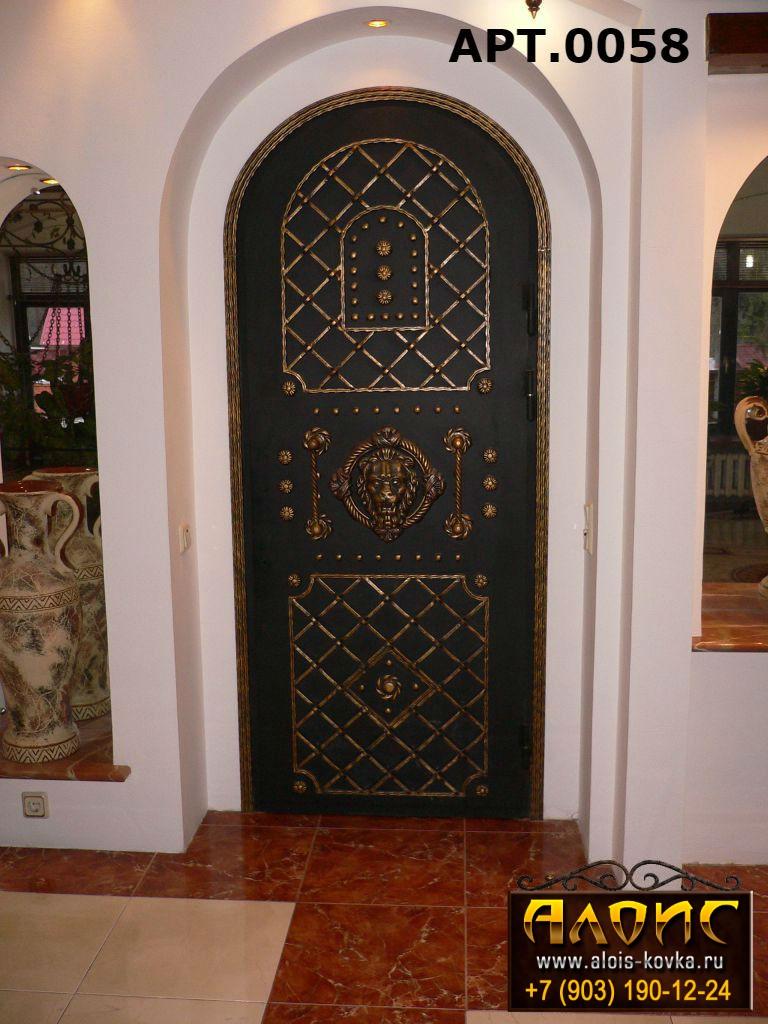Железная дверь с элементами ковки