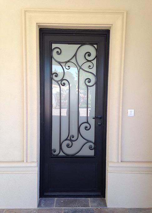 металлическая дверь в некрасовке