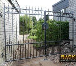 Ворота из металлического прутка и стальной полосы